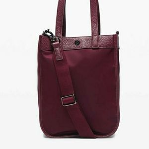Lululemon 8L now and always crossbody tote CASSIS